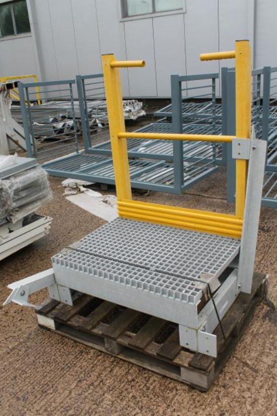 PLASTIC PODIUM for sale : Machinery-Locator.com