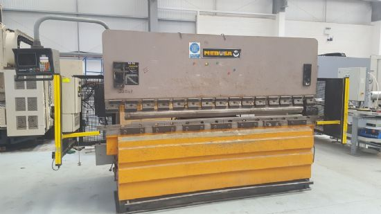 Light guards, tooling, Hurco Autobend CNC, 2550mm between frames, 100mm stroke, 100 tons x 3,050mm c