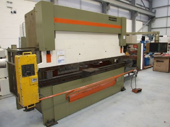 Light guards, crowning, tooling, Cybelec DNC7000, 215mm stroke, 2550mm between frames, 100 tons x 31
