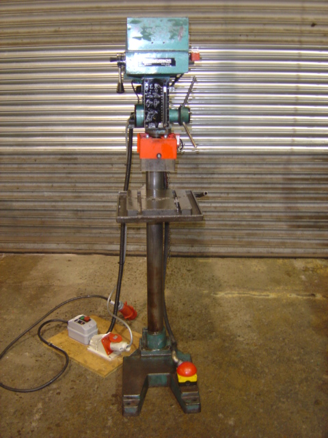 Spindle 2MT, capacity 22mm, Speeds (8) 80-4000rpm, Foot 'STOP' switch, Interlocked chuck guard, Rise