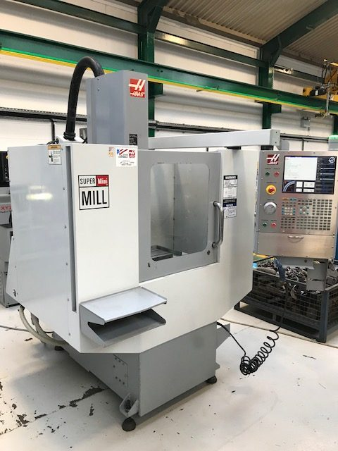 HAAS Super Mini Mill with Haas Control. Year 2006  Table Size  914mm x 305mm. X/Y/Z Travels  406/3