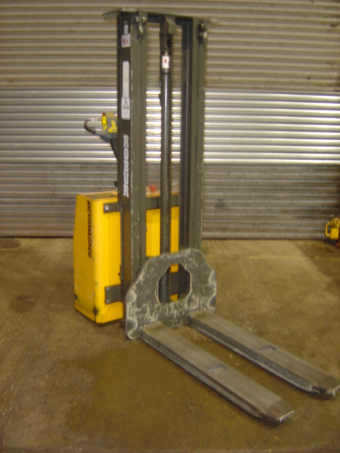 lift capacity 1000kg, max lift height 3000mm, weight 570kg