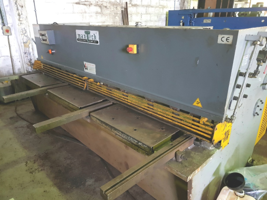 ONE USED MANTECH HYDRAULIC SWING BEAM GUILLOTINE, 