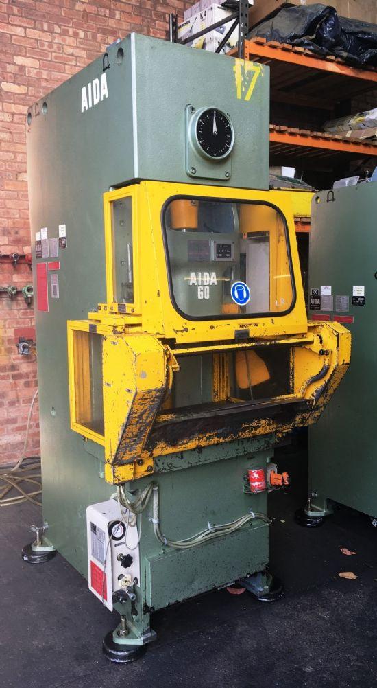 Stroke 140mm, bed area 870 x 520mm, speed 70spm, hydraulic overload protection, interlock operator g