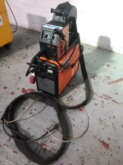 Manufacturer: JASIC Model: MIG 400 (361) Amperage: 400 Input: 400/3/50hz Amperage range: 30 - 40