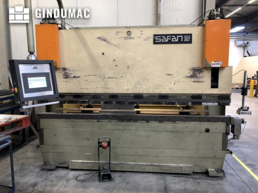 This Safan CNCL 110T Bending Machine was manufactured in 1996 in the Netherlands. It is operated thr