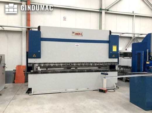 This I.MA.L. E3A Bending Machine was manufactured in Italy in the year 1995. It is equipped with a D