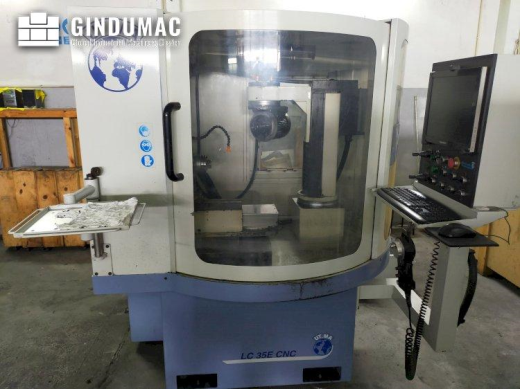 This UT.MA LC 35E Grinding machine was built in the year 2009. It is equipped with a Packard Bell co