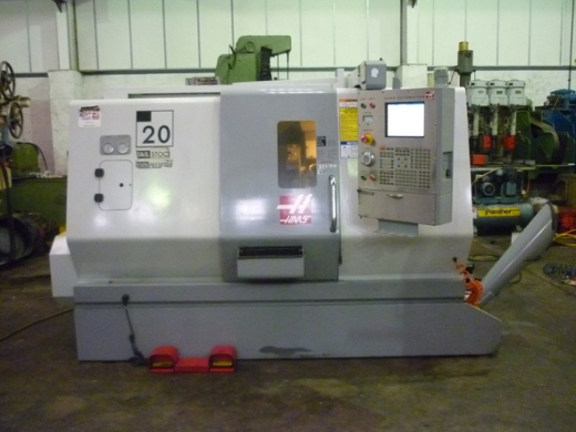 HAAS SL20 CNC LATHE  YEAR 2006 HYD 3 JAW CHUCK  TAILSTOCK  SLOTTED TURRET  PROBING  SWARF AUGE