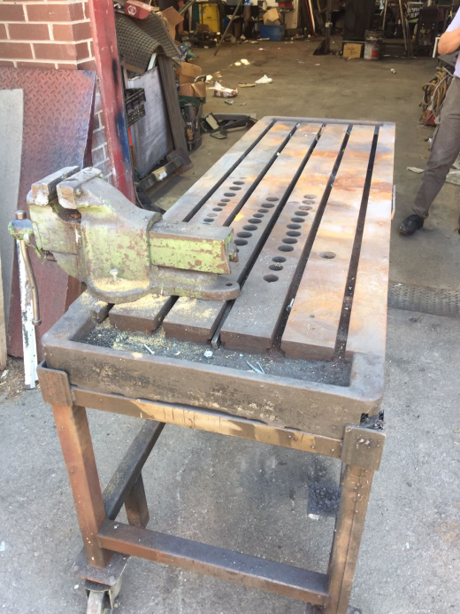 T SLOTTED WELDING BENCH WITH VICE, 2000mm x 665mm, GOOD CONDITION.