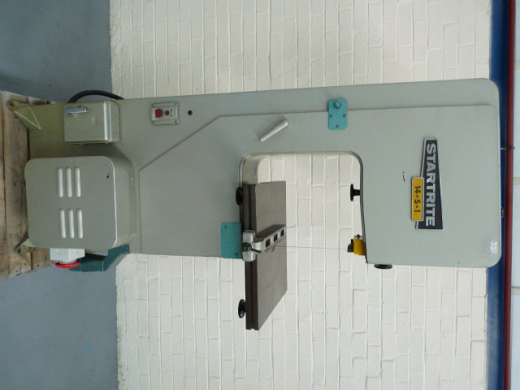 "CAPACITY  330mm (13 ½"") Throat,  270mm (11"") Under Guides,  480 x 480mm (19 x 19"") Tilting T"