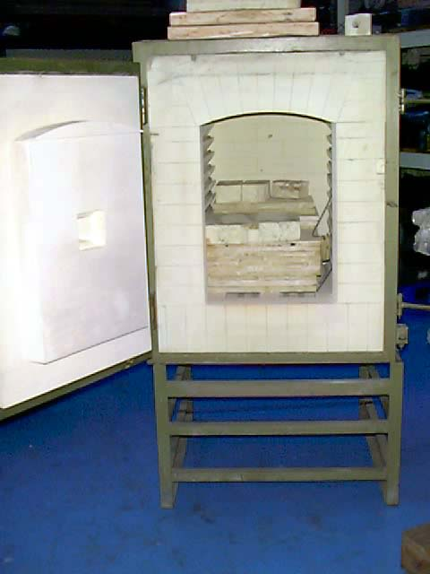 WENGER POTTERY KILN TYPE2533SW MAX TEMP1300 degrees centigrade DIMENSIONS700mm deep, 700m