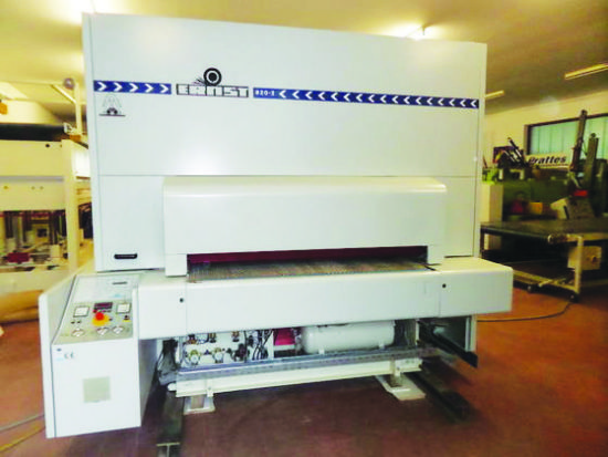 2-Head Veneer & Lacquer Sander. 1,600mm (63in) wide. Equipped with cross sanding belt, segmented 