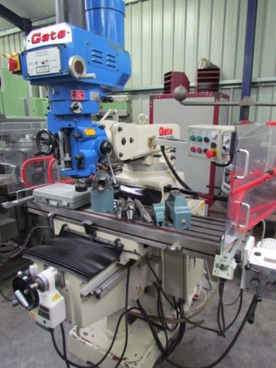 EX UNIVERSITY , POWER FEEDS ALONG AND CROSS , 5HP ,40 INT SPINDLE ,TABLE 1372 X 300MM,VARIABLE SPEE