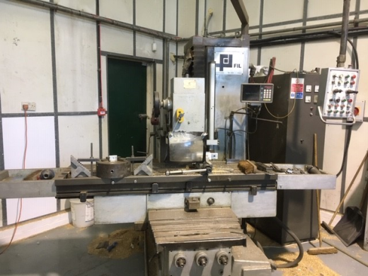 table 1800 x 400mm, spindle 50 ISO, 3 axis DRO
