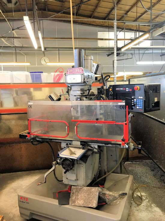 X Y Z: 762 x 406 x 406mm, Table 1270 x 254mm, 4200 rpm, R8 Spindle, 2.2kW, ProtoTRAK SMX Control, in