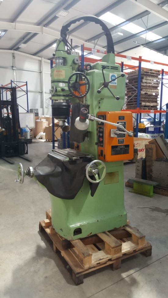 Ex MOD Machine in excellent condition with wide range of tooling. SERIAL NO: 2C7061 NEW late 1970'