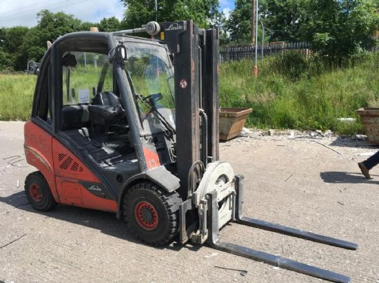 LINDE H25D 2.5 TON DIESEL FORKLIFT C/W FORKS, WORKLIGHTS, BEACON - (ROTATOR & SCALES NOT INCLUDED)