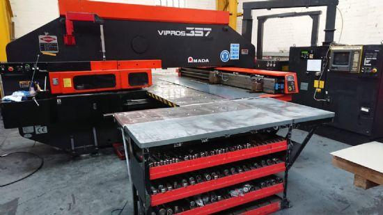 Bridge-type servo-controlled variable hydraulic ram, Fanuc 04PC CNC control, press capacity 30 tonne