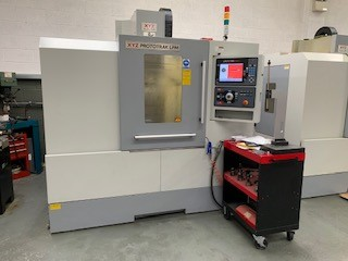XYZ Prototrak LPM. 2016, s/n M7439,table size 900 x 500mm, trav 785 x 470 x 530mm, 16atc, 8000rpm, b