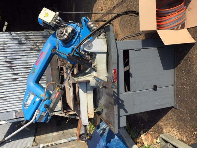 Pilous ARG 230 Horizontal gravity fed Bandsaw. With 9 extra Carbide tipped blades. Main motor 400