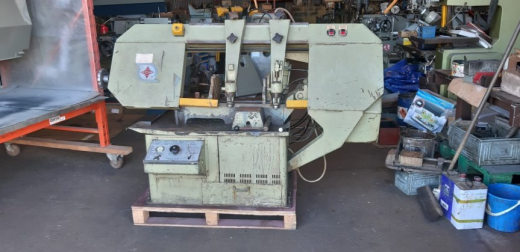 Midsaw Horizontal Saw 310a. In good working condition with five new spare blades.