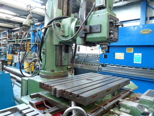 Table Size:1000 x 640mm Spindle:40 international quick fit & eject spindle   Spindle Speeds: