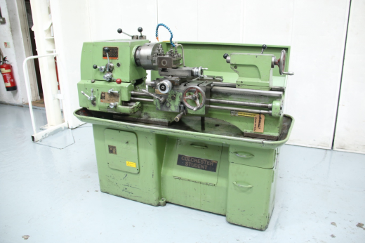 """Maximum Distance Between Centres 762mm Maximum Swing Over Bed 304mm"""" Spindle Bore 38.1mm Spindle"""