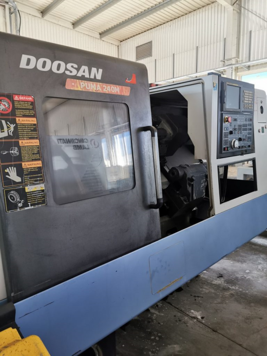 CNC Lathe DOOSAN PUMA 240MB, driven tools, tailstock