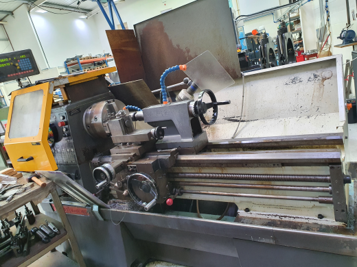 "Mastiff 1400 x 40""Met gap bed. In Very good condition. C/w 3 & 4 jaw chucks, Two axis dro,Q'change t"