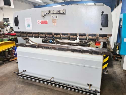 PROMECAM RG50-25  HYDRAULIC UPSTROKING PRESSBRAKE Capacity 50 Ton x 2500mm : Manual Backguage with F