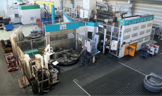 CNC unit : SIEMENS SINUMERIK 840 C Full C axis - 360 000 positions ATC 120 HSK 100/125 with robot